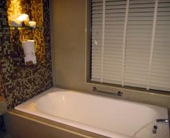 浴室天井カビ取りには重曹と酢