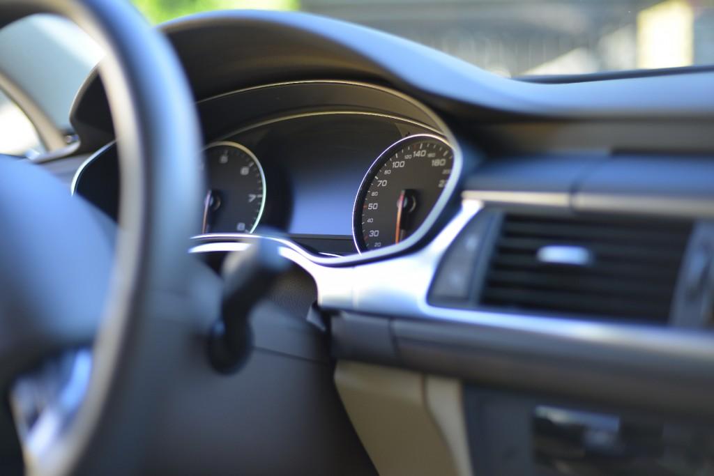 車のエアコンフィルターの臭いをとる