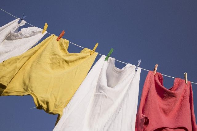洗濯で脇汗染みの落とし方と重曹のコツ