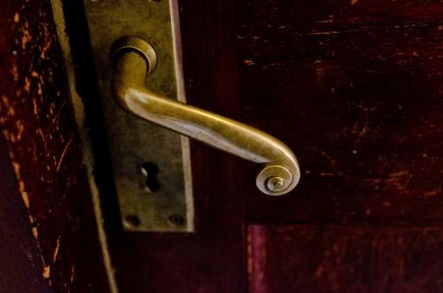 マンションと賃貸での玄関鍵の交換と追加