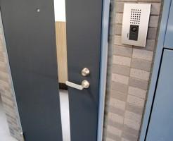 玄関や引き戸の鍵の交換と追加の費用とDIY