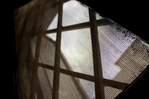 マンションやアコーディオン型の網戸の掃除方法