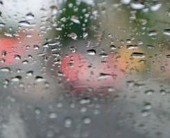車の曇りをとる解消法!結露対策の外側と内側の違い