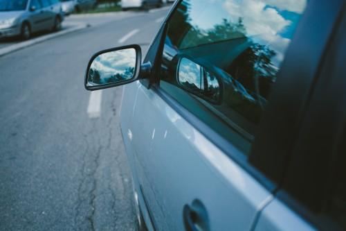 車の曇りをとる解消法!夏と冬の原因